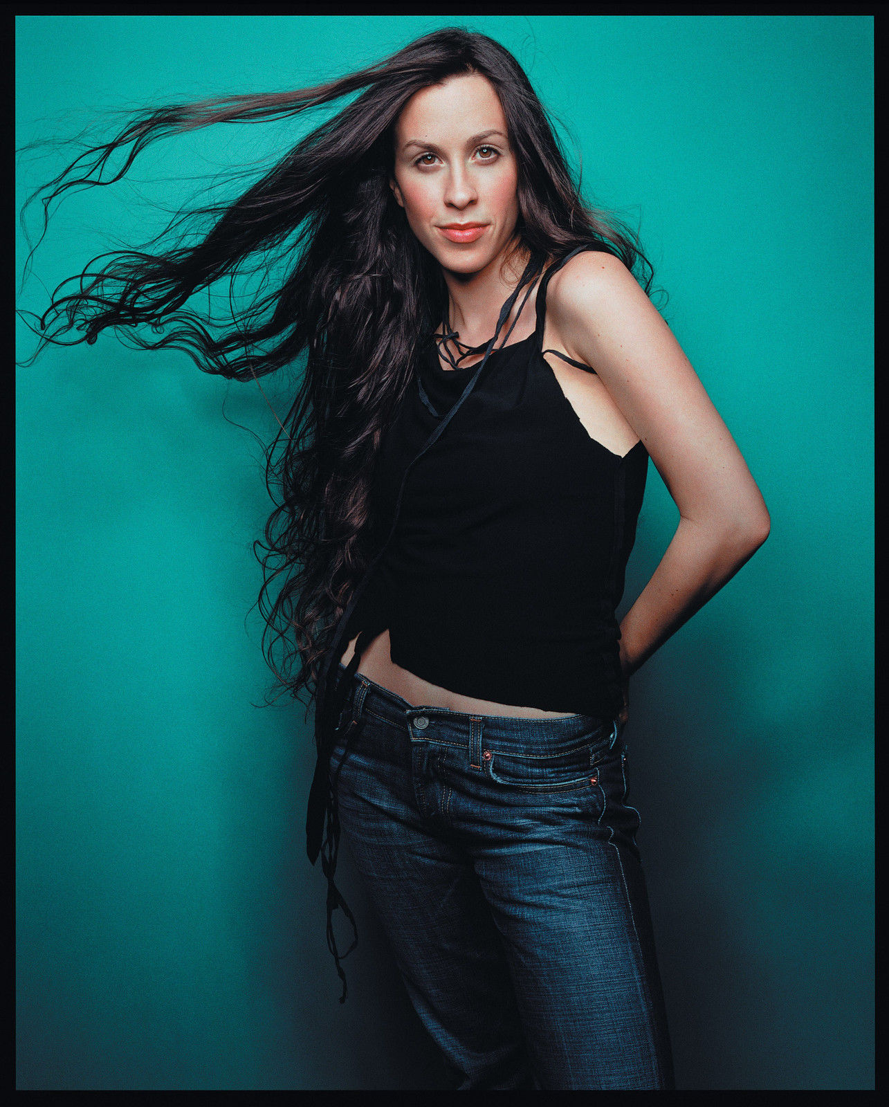 File Alanis Morissette Under Rug Swept Photoshoot 2002