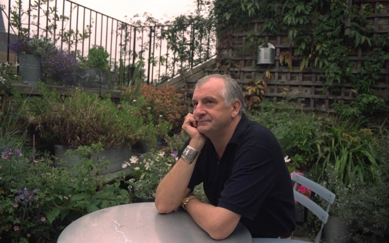 File:Douglas Adams - Older.jpg